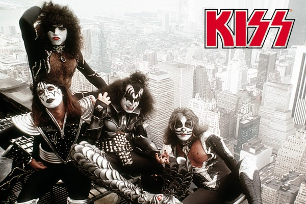 Kiss Girder Poster
